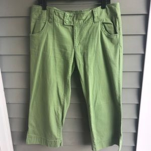 ⭐️AMERICAN EAGLE⭐️Lime green pair of capris/Size12